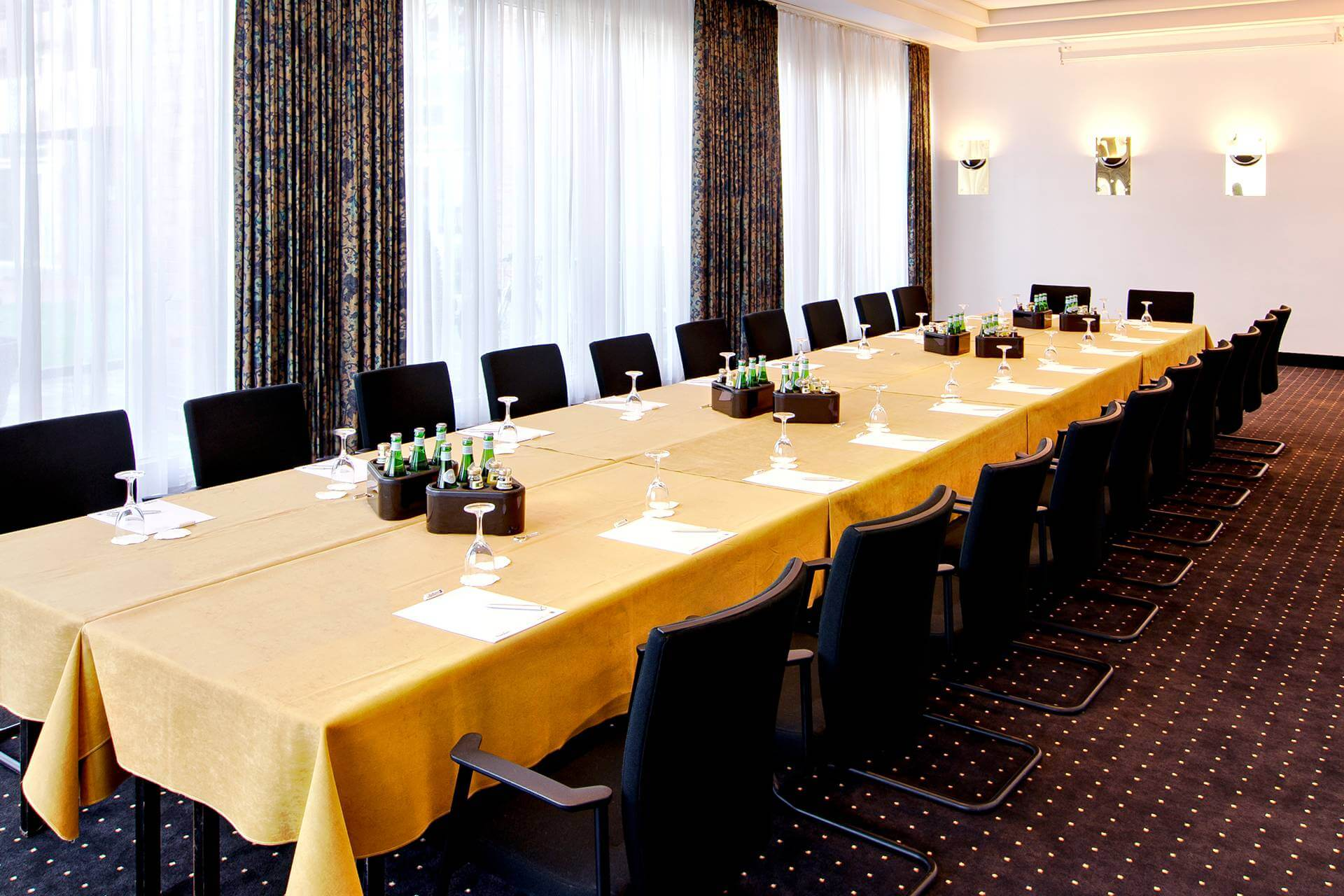 book a room for conferences meetings and events in l beck. Black Bedroom Furniture Sets. Home Design Ideas